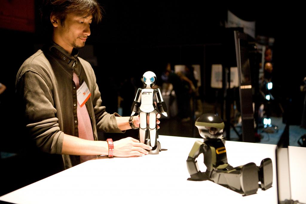 Tomotaka Takahashi and his Robots